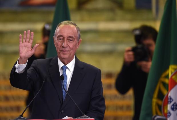Eleito novo presidente de Portugal, Marcelo Rebelo de Souza,                                                                 de orientação conservadora, católico admirador do Papa Francisco,                                                                 se define como mais à esquerda do que à direita.