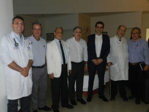 Médicos e dirigentes da Beneficência Portuguesa e da Secretaria de Saúde de Santos